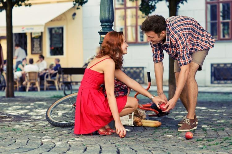 Как познакомиться с парнем на улице?