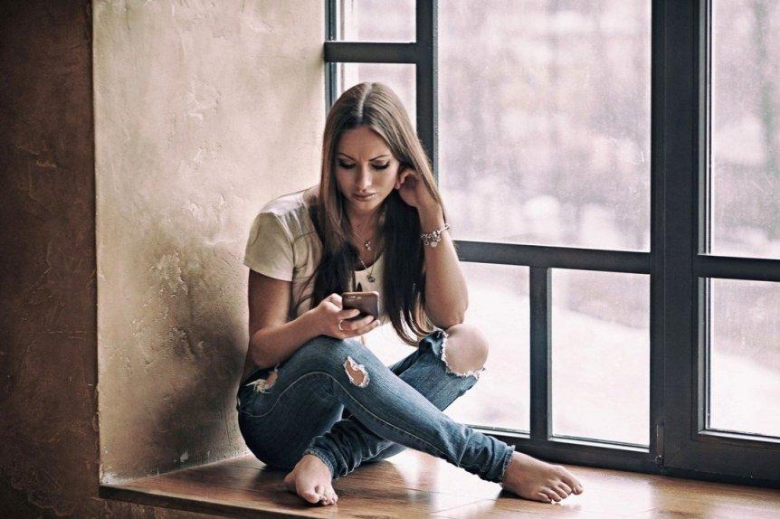 Что делать, если парень не пишет — стоит ли разрывать отношения