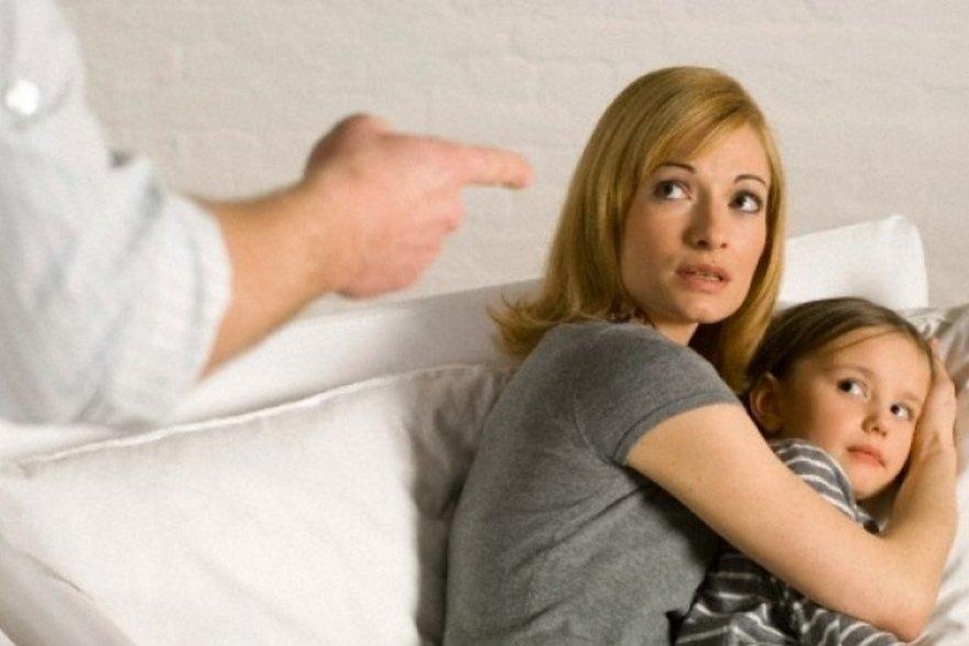 Как уйти от абьюзера с ребенком